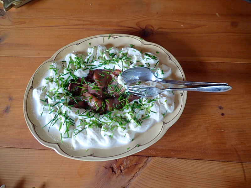 food-swedish-pickled-herring-with-cream-and-dill