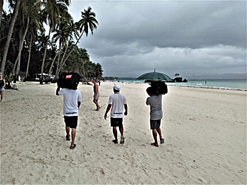 image-of-porters-on-Philippine-beach