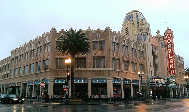 fox-oakland-theatre-in-oaklands-uptown-district