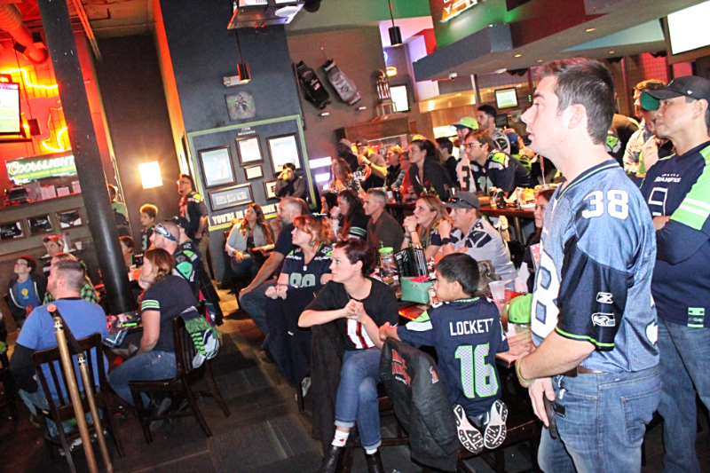Nfl-seattle-seahawks-common-interest-sports-bar-4