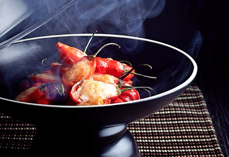 煙燻釀紅椒-Smoked-rainforest-chillies-stuffed-with-minced-prawn (2)