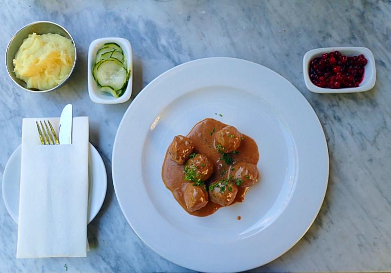 Swedish-meatballs-at-brasserie-vau-du-ville (9)