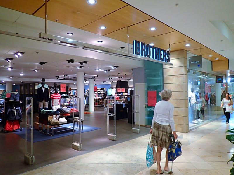 Sweden-stockholm-shopping-brothers (8)