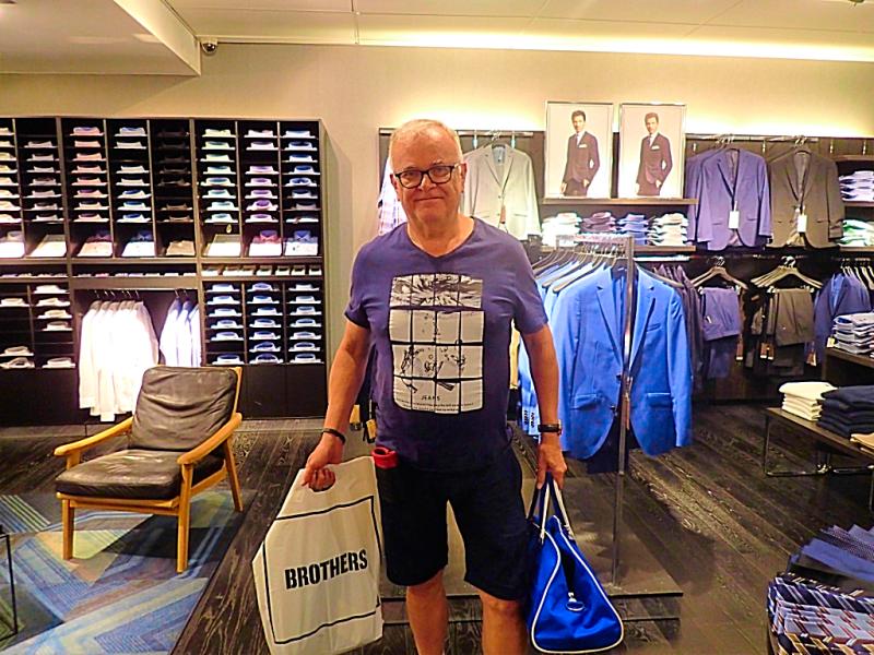 Sweden-stockholm-shopping-brothers (4)