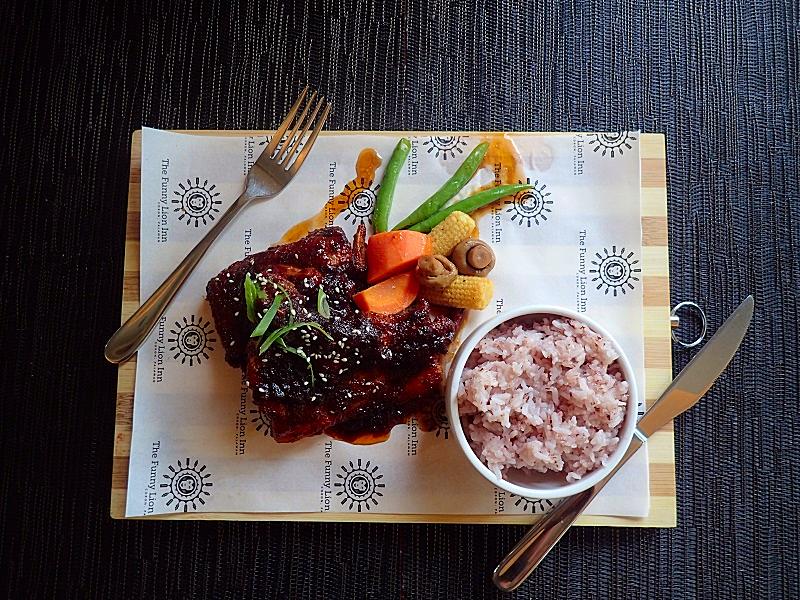 Phl-palawan-funny-lion-food (30)