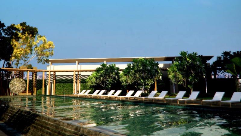 image-of-hotel-swimming-pool