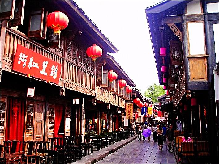 China, Chengdu, Jingli Street. Photo Credit Ben Ben via Wikimedia Commons.
