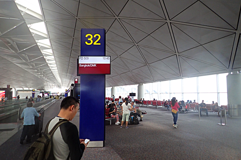 image-of-concourse-at-hong-kong-international-airport-copypright-ATWHK