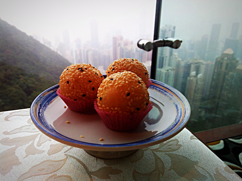 image-of-Deep-fried-Mini-Sesame-Balls-with-Egg-Yolk-Paste
