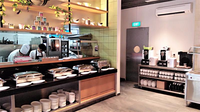 image-of-hotel-restaurant-buffet-by-accidentaltravelwriter.net