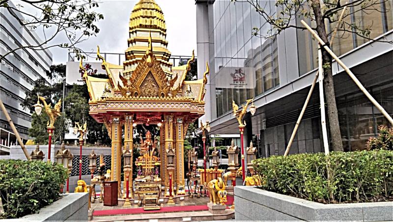 Hong-kong-sightseeing-buddhist-shrine-copyright-www.accidentaltravelwriter.net