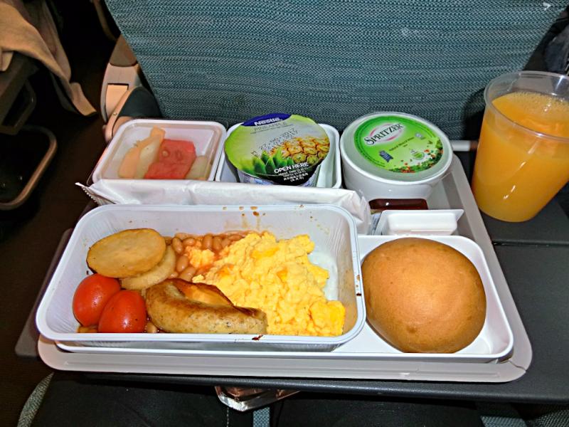 in-flight-breakfast-aboard-cathay-pacific-airways-credit-www.accidentaltravelwriter.net