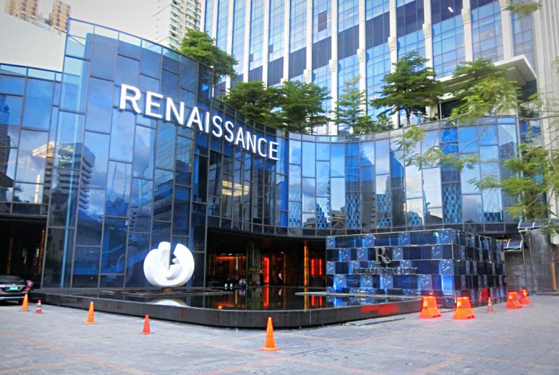 Renaissance-Bangkok-Ratchaprasong-entrance-credit-www.accidentaltravelwriter.net