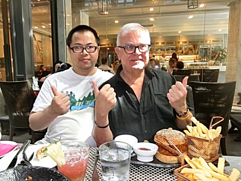 Thailand-bangkok-restaurant-lady-l (10)
