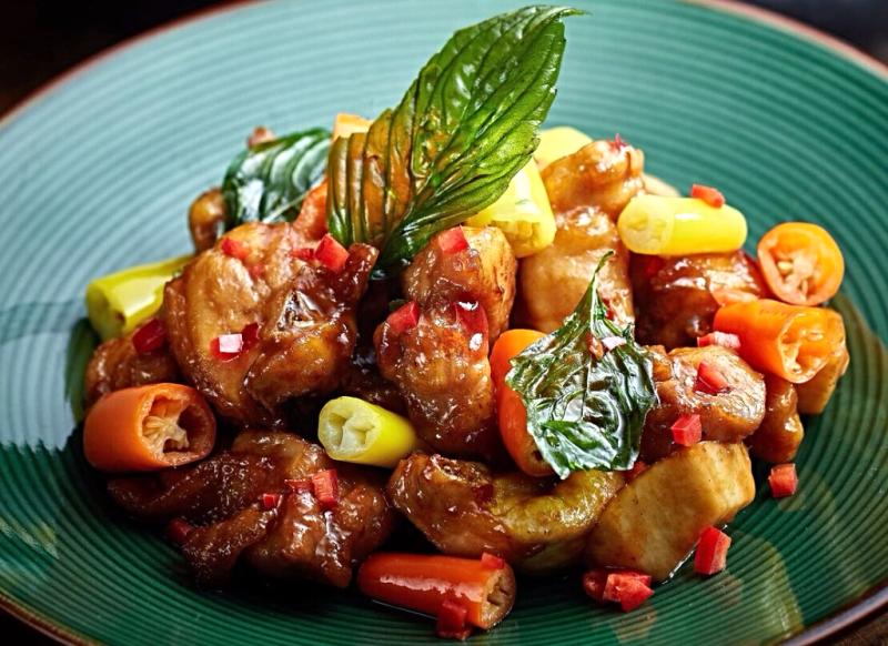 美人椒脆雞煲-Fried-chicken-with-orange-and-yellow-cayenne-pepper-in-clay-pot (2)