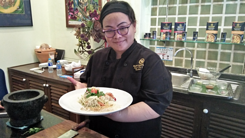 spicy-and-sour-green-mango-salad-with-prawns-at-blue-elephant-cooking-school