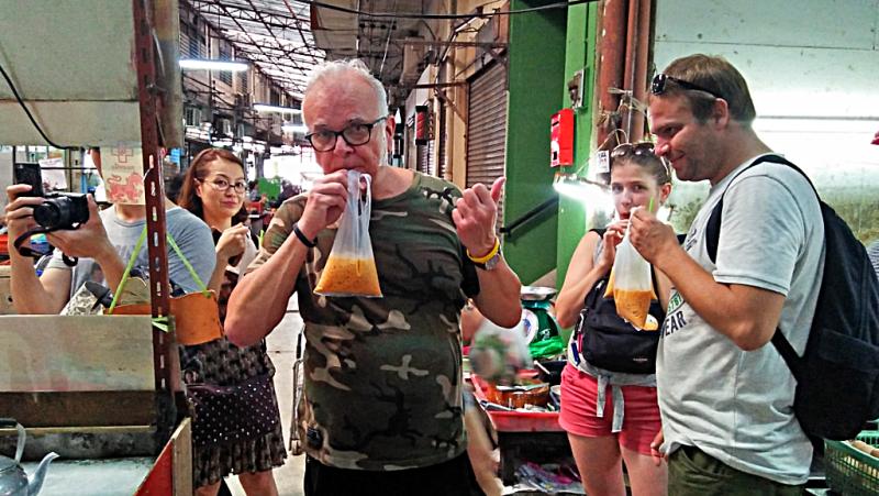 bang-ran-market-iced-tea-vendors