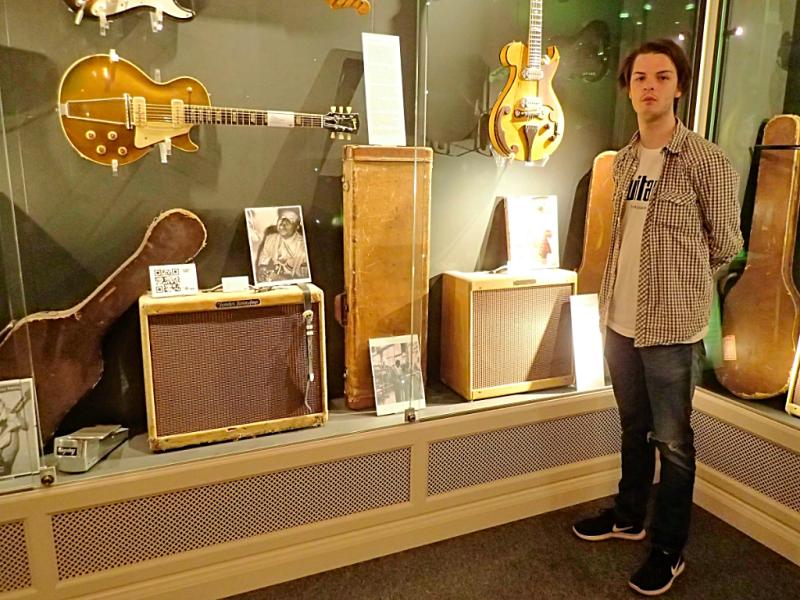 Sweden-#visitumea-guitar-museum (24)