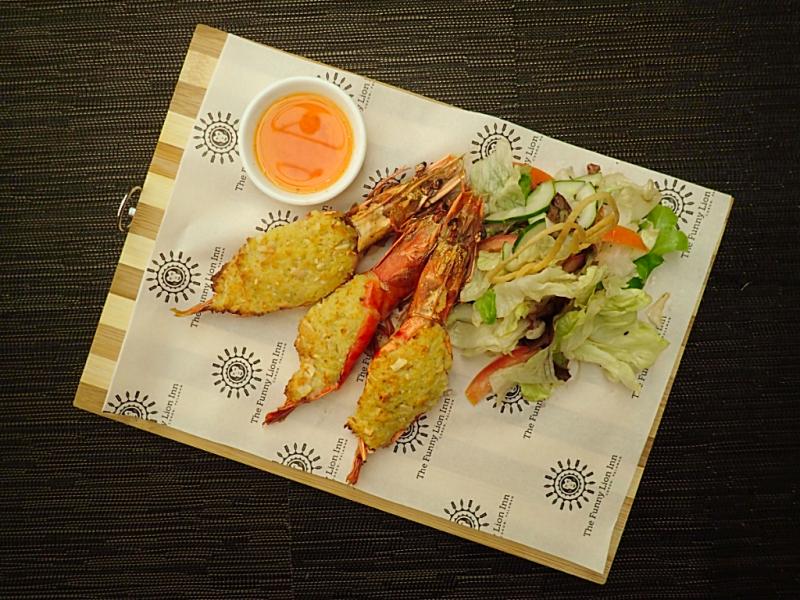 Phl-palawan-funny-lion-food (7)
