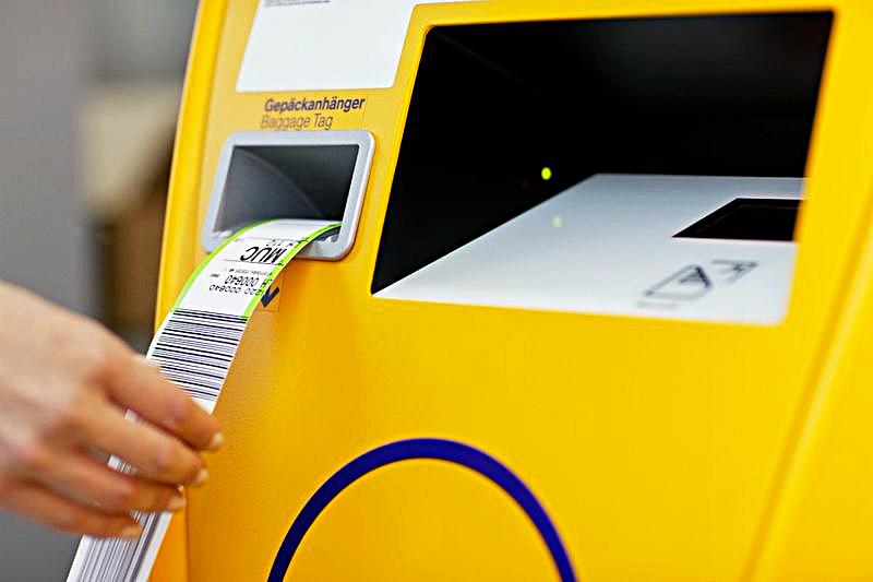 image-of-lufthansa-luggage-drop-off-machine