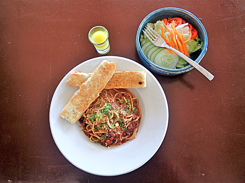 image-of-spaghetti-and-salad