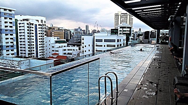 rooptop-swimming-pool-at-mercure-hotel-singapore-bugis-by-www.accidentaltravelwriter.net