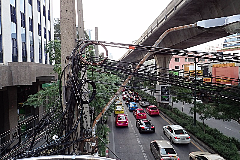 bangkoks-overhead-power-lines-copyright-www.accidentaltravelwriter.net