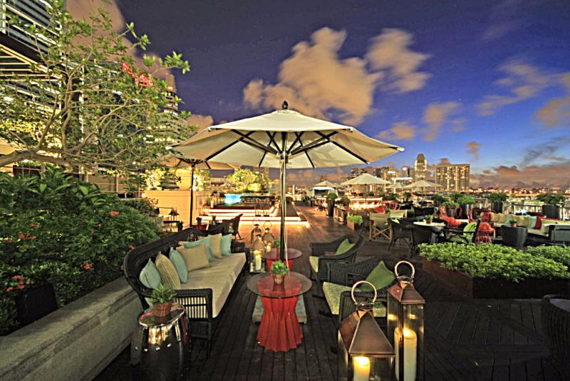 Lantern_Bar_Rooftop_Singapore