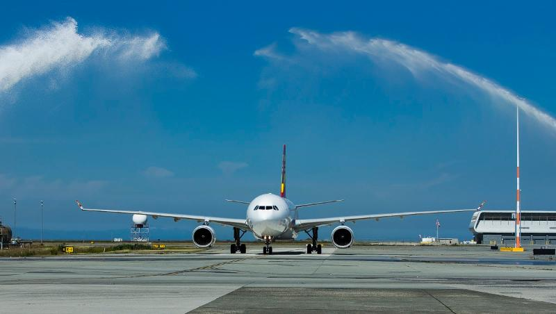 Aviation-HongKongAirlines-launches-vancouver-flight-2