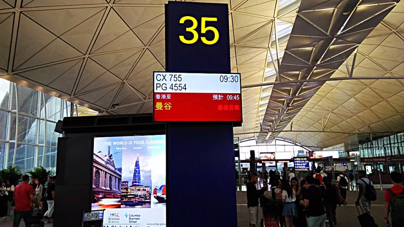 cathay-pacific-airways-gate-35--hong-kong-bangkok-credit-www.accidentaltravelwriter.net