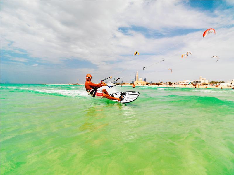 Uae-dubai-tourism-Kite-Surfing
