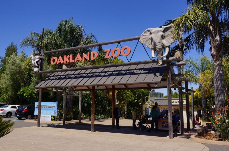 Usa-oakland-zoo-entrance-credit-allie-caulfield