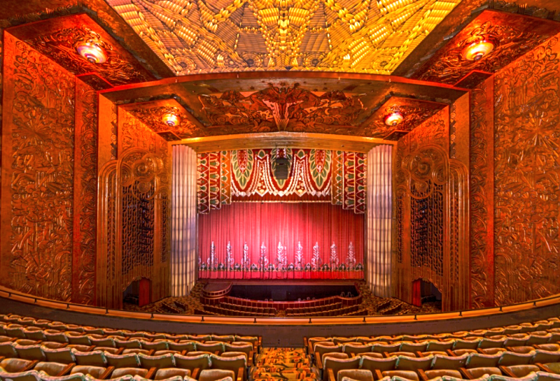 Oakland-Paramount-Theatre-interior-2-credit-Carol-m-highsmith