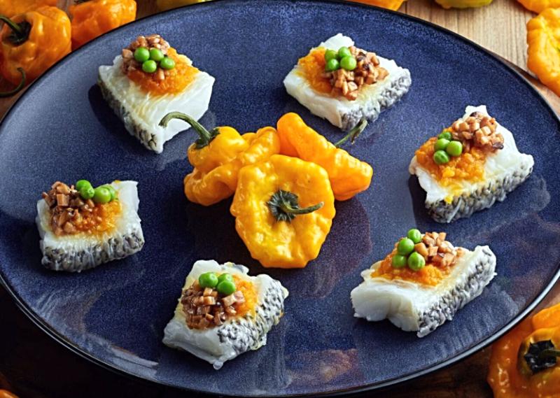 黃椒醬紗窗鱈魚 Steamed-cod-fish-in-rice-paper-and-topped-with-yellow-scotch-bonnet-pepper-paste