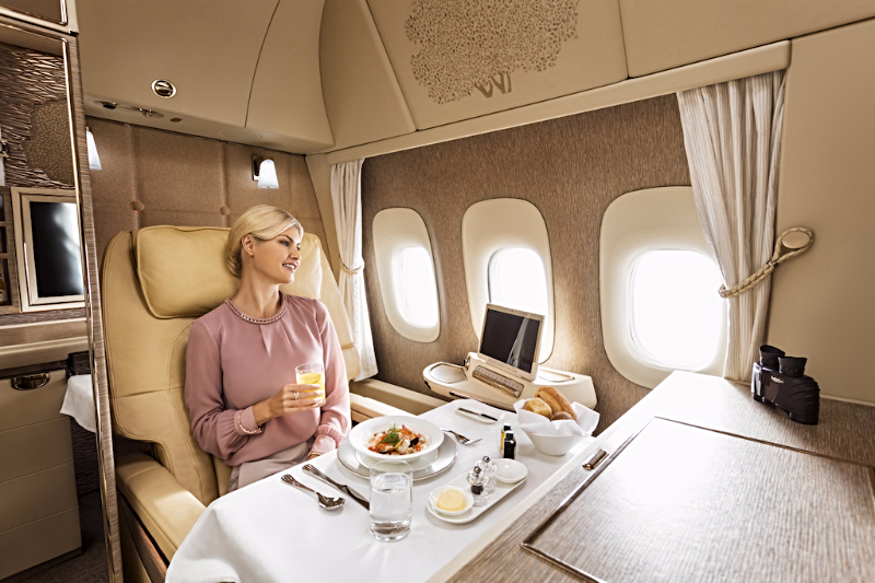 Aviation-emirates-airline-First-Class-dining
