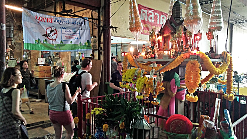 bang-rak-market-buddhist-shrine