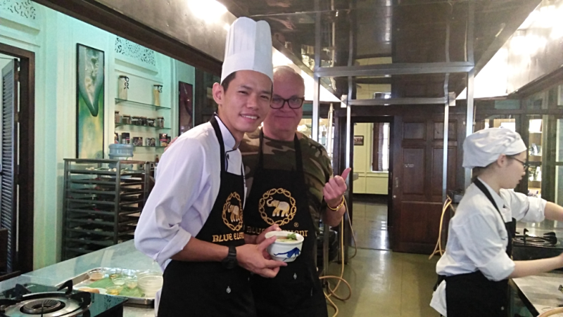 blue-elephant-cooking-school-chef-with-student